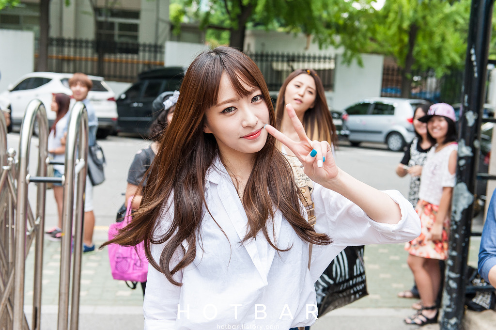 [HQ/FANTAKEN] 2014.08.29 EXID at KBS building go to Music Bank By HOTBAR